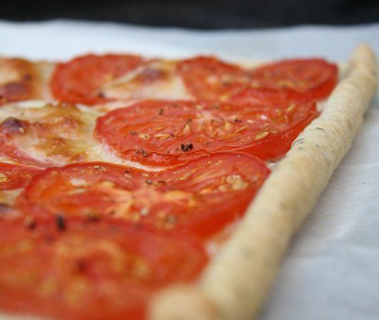 Tarte fine tomate, mozzarella et basilic